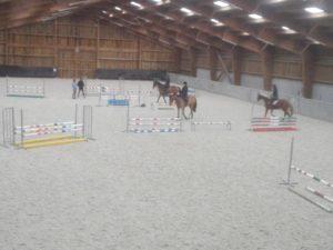 49 cavaliers, compétiteurs de CSO, à cheval ou à poney et 5 enseignants ont pu profiter des conseils de Pascal Henry lors des 3 sessions de stage de CSO organisées par le CDE de l'Oise.